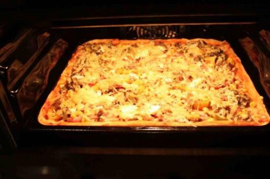 domowa pizza w piekarniku