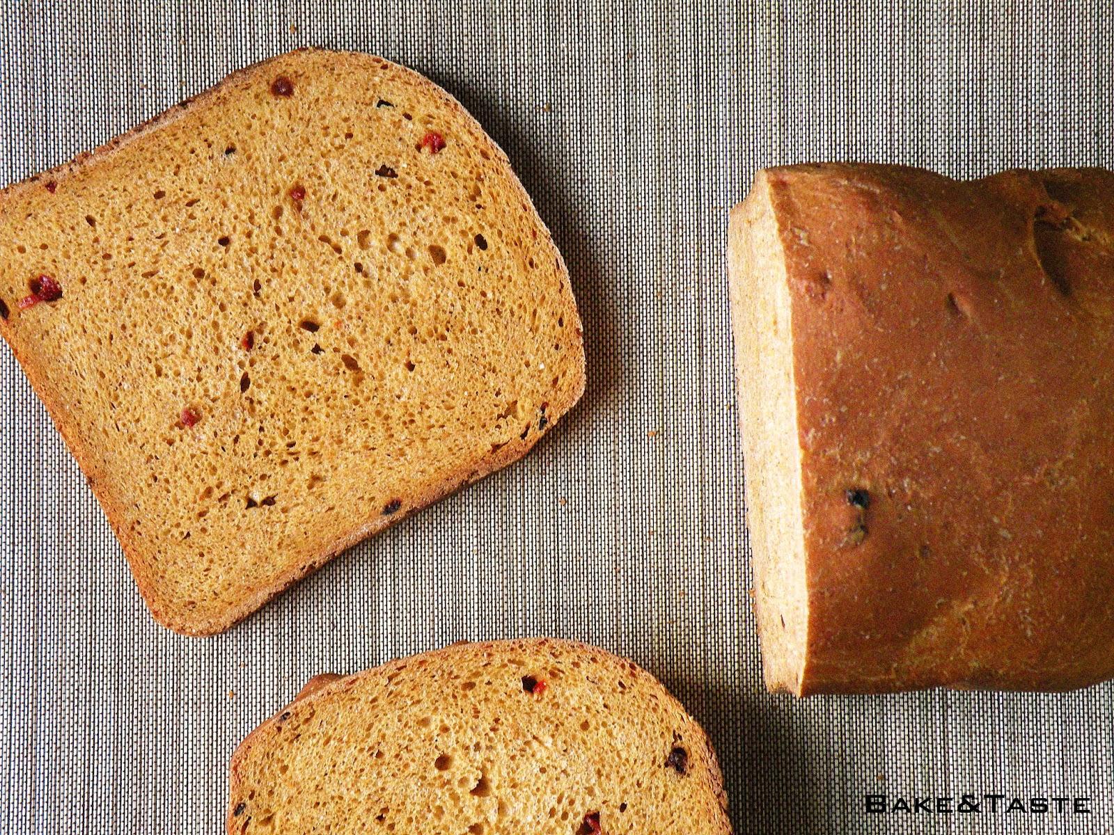 kromka chleba żytniego