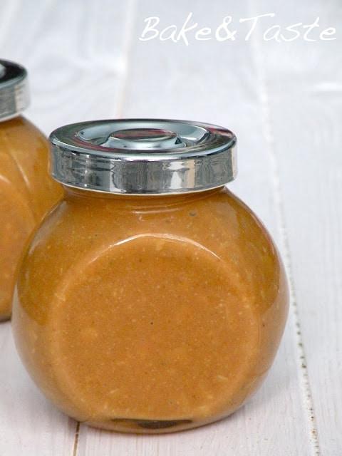masło orzechowe z migdałami w słoiczku